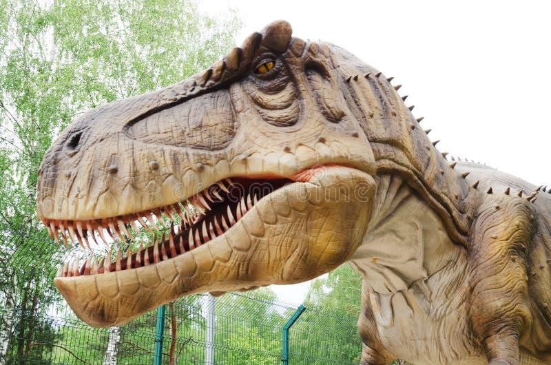 Rex modèle de Tyrannosaurus de dinosaure en parc de dinosaure photos stock