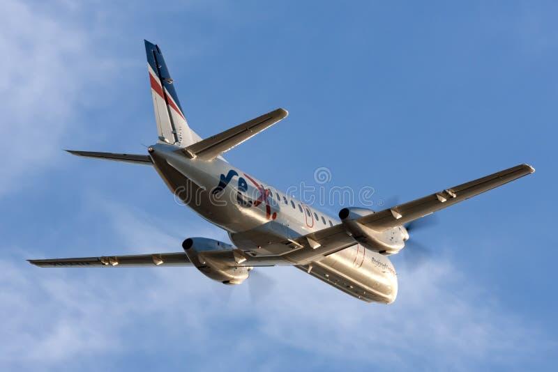 REX Regional Express Airlines Saab 340 tvilling- engined regionalt pendlareflygplan som tar av från Adelaide Airport arkivbilder