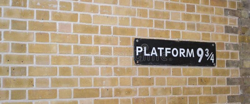 Rey Cross Station de la plataforma nueve y tres cuartos foto de archivo libre de regalías