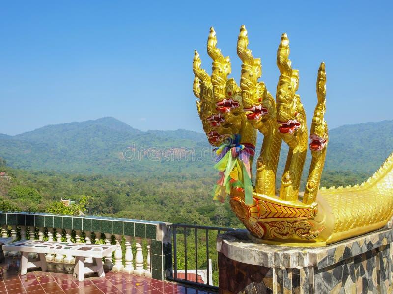 Rey de la estatua del Naga imagenes de archivo