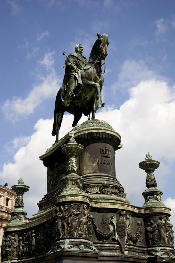 Rey Juan Statue fuera del teatro de la ópera de Semper imagen de archivo libre de regalías