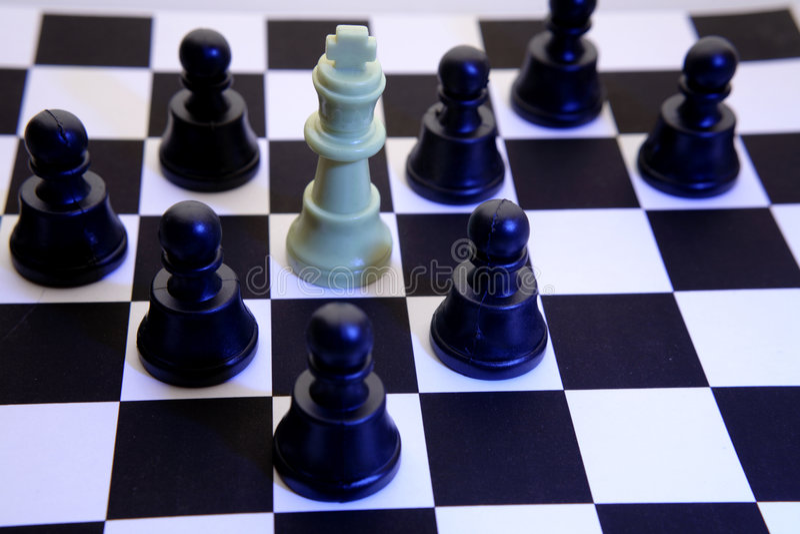 Rey negro del jaque mate de los empeños   fotografía de archivo