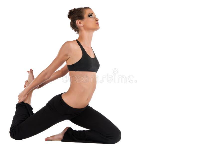 Rey Pigeon Pose de la muchacha de la yoga imagenes de archivo