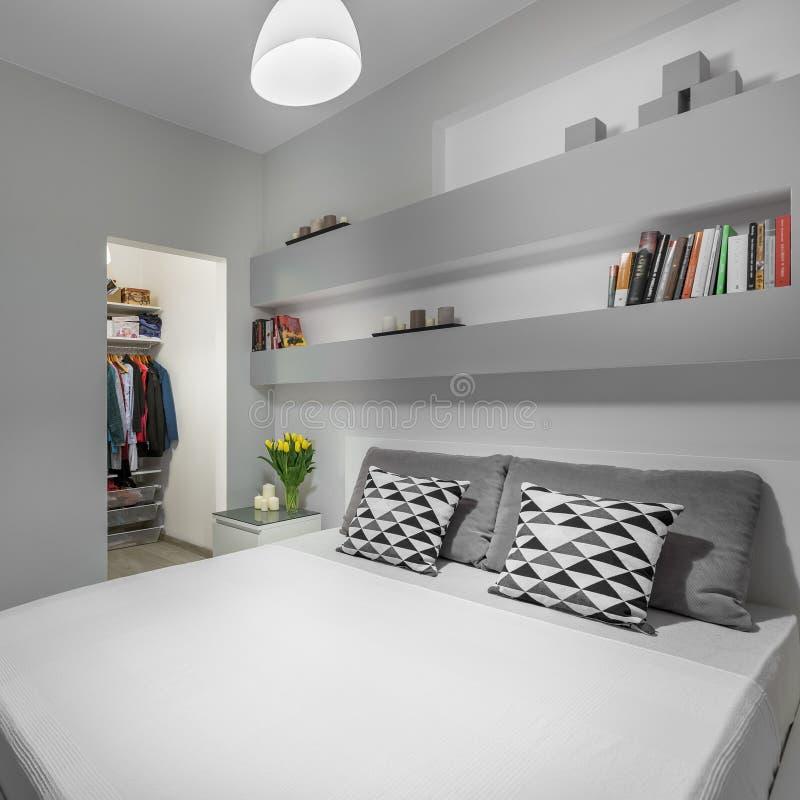 Rey Size Bed foto de archivo libre de regalías