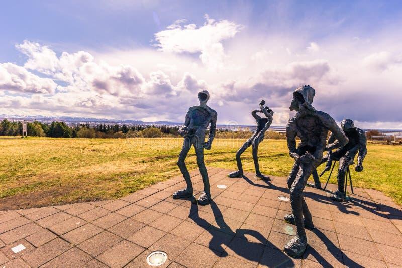 Reykjavik - 2 de mayo de 2018: Estatuas en el observatorio de Perlan en Reykjavik, Islandia fotos de archivo