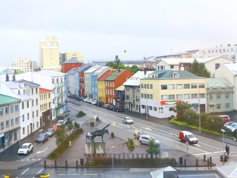 Reykjavik do centro com casas coloridas, Islândia foto de stock royalty free