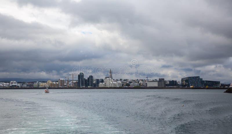 Download Reykjavik du bateau image stock. Image du north, aérien - 45358663