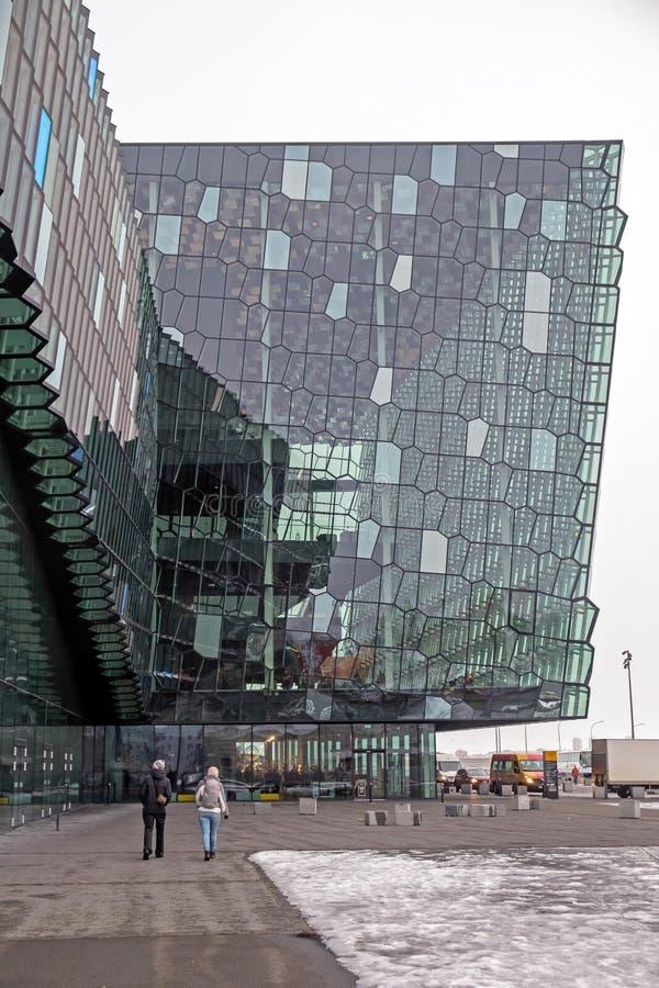 REYKJAVIK/ICELAND - 4 ΦΕΒΡΟΥΑΡΊΟΥ: Εξωτερική άποψη της συναυλίας Harpa στοκ εικόνα με δικαίωμα ελεύθερης χρήσης