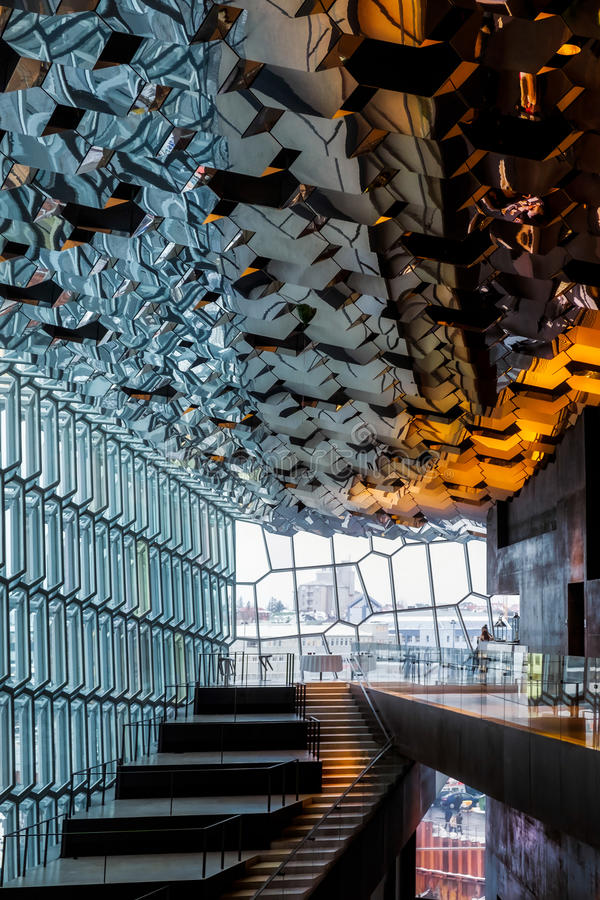 REYKJAVIK/ICELAND - 4 ΦΕΒΡΟΥΑΡΊΟΥ: Εσωτερική άποψη του Harpa συμπυκνωμένου στοκ εικόνες με δικαίωμα ελεύθερης χρήσης