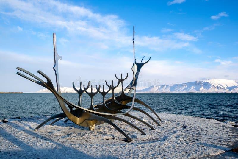 REYKJAVIK/ICELAND - 2月05日:太阳航海者在雷克雅未克冰岛 免版税库存照片