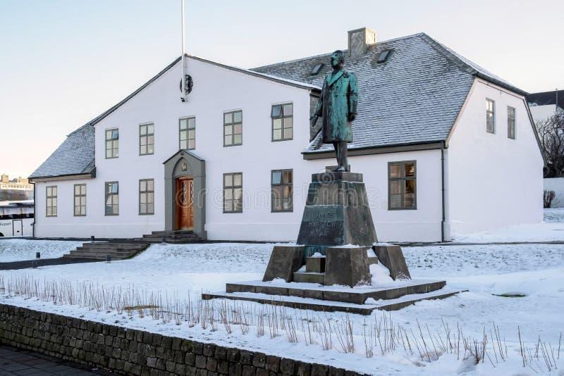 REYKJAVIK/ICELAND - 5 DE FEBRERO: Casa del gobierno, primer ministro fotos de archivo libres de regalías