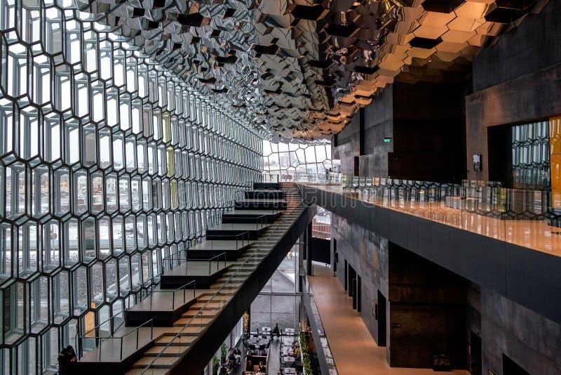 REYKJAVIK/ICELAND - 4 DE FEBRERO: Opinión interior Harpa Concert imágenes de archivo libres de regalías