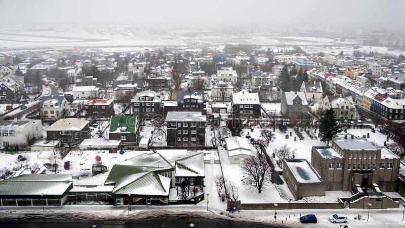 REYKJAVIK/ICELAND - 04 FEBRUARI: Mening over Reykjavik van Hallgrimsk stock fotografie