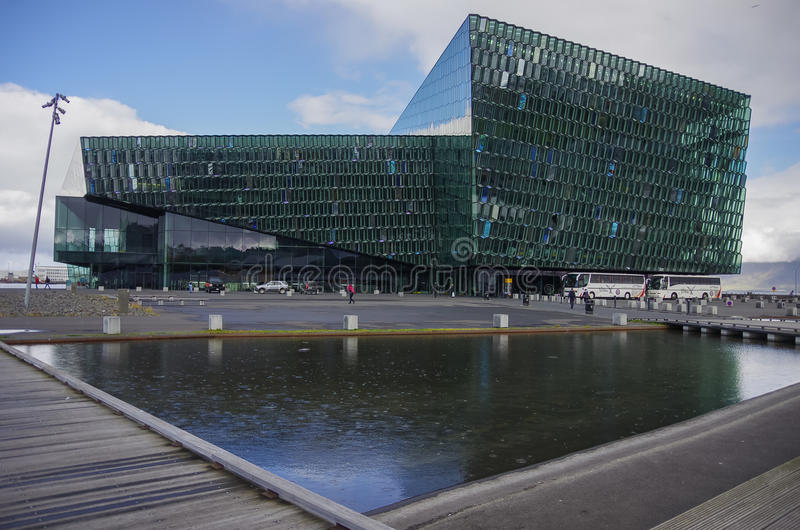REYKJAVIK, IJSLAND - September 2, 2014: Harpa Concert Hall in Re royalty-vrije stock fotografie