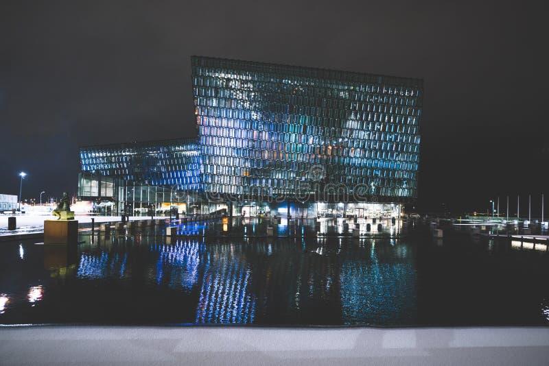 REYKJAVIK, ISLANDE - 17 FÉVRIER : Extérieur de Harpa Concert Hall pendant l'hiver le 17 février 2019 à Reykjavik photographie stock
