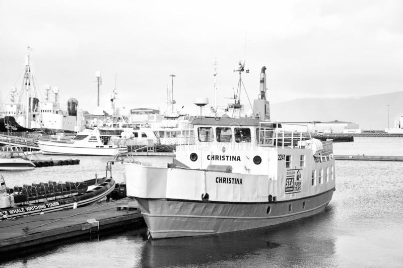 Reykjavik, Islande - 14 octobre 2017 : bateau touristique dans le port de mer Déplacement par bateau Une meilleure manière du dép photo libre de droits