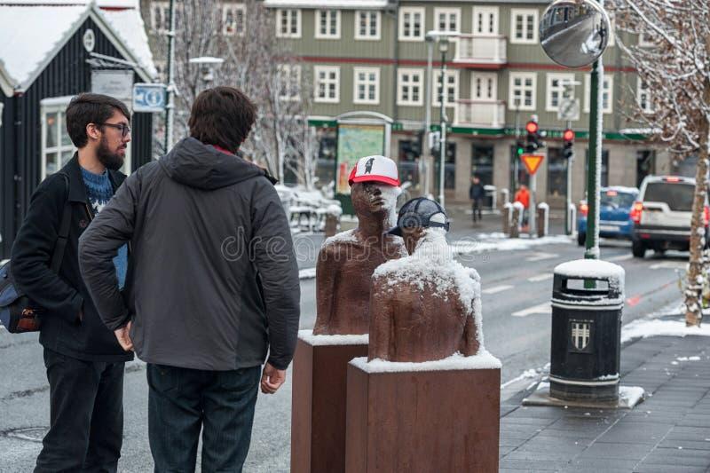 REYKJAVIK, ISLANDIA - 21 DE OCTUBRE DE 2016: Monumento en Reykjavik imagen de archivo