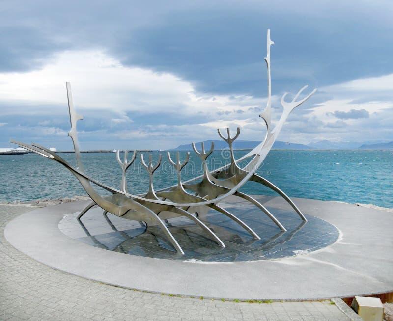 Reykjavik-Küstenlinie lizenzfreie stockbilder