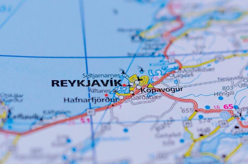 Reykjavik på översikt arkivbilder