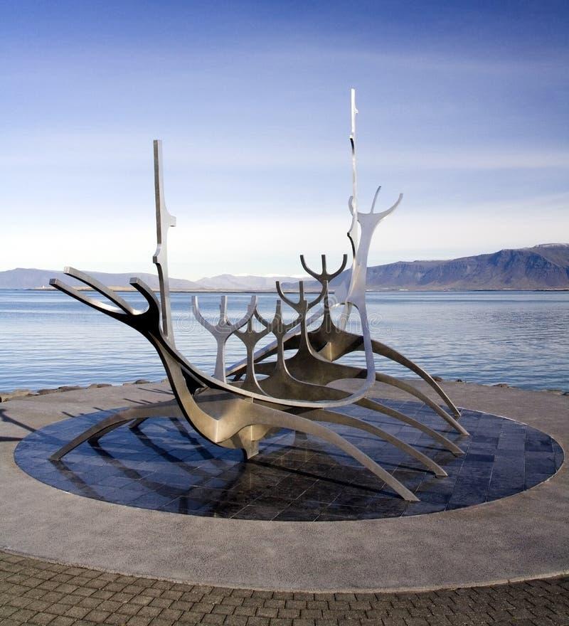 Reykjavik - Solfar Suncraft - IJsland stock afbeeldingen