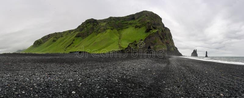 Reynisdrangar在冰岛 免版税库存图片