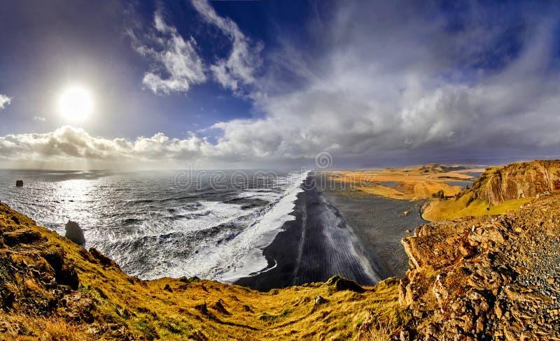 Reynisfjara, пляж отработанной формовочной смеси, осень 2018, Исландия стоковая фотография rf