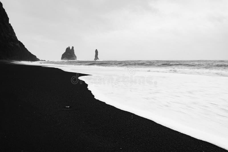 Reynisfjara-Schwarz-Sandstrand, Island lizenzfreies stockfoto