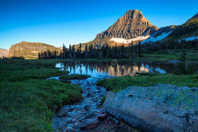 Reynolds Mountain dans la région de Logan Pass du parc national de glacier, Montana photographie stock