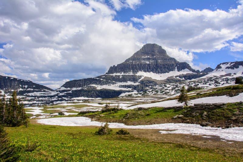 Reynolds Mountain em Logan Pass no parque nacional de geleira em Montana EUA foto de stock