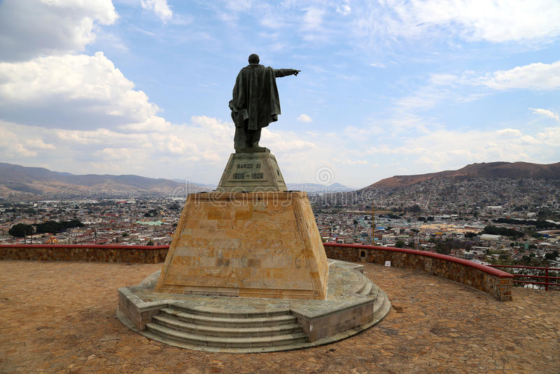 Rez GarcÃa de ¡ de Benito Pablo Juà regardant au-dessus d'Oaxaca, le Mexique image libre de droits
