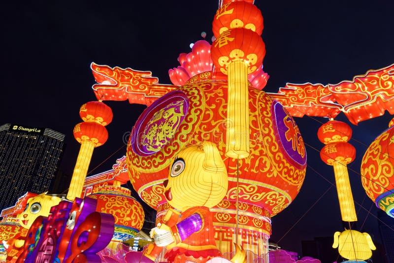 Rezando o gigante da lanterna do festival de mola da flor bed-2018 foto de stock