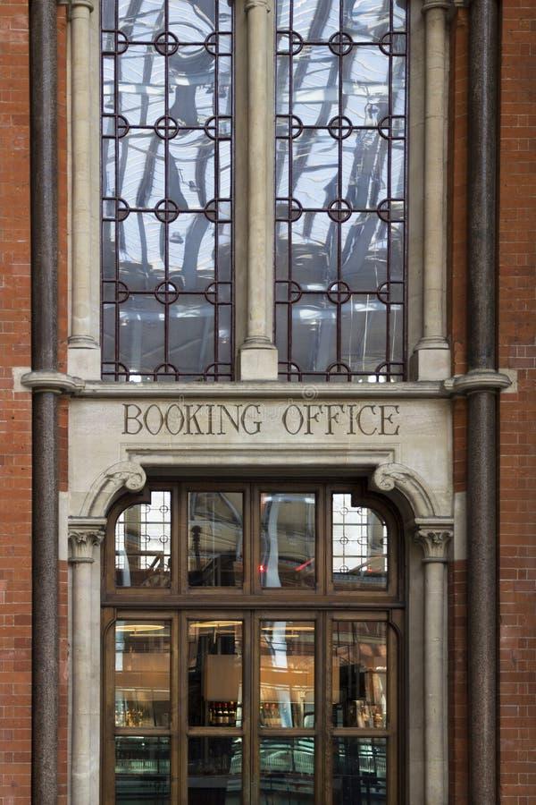 Rezerwacji biura wejście St Pancras renesansu hotel obrazy royalty free