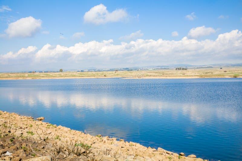 Rezerwat wodny w wzgórze golan podczas zimy zdjęcie stock
