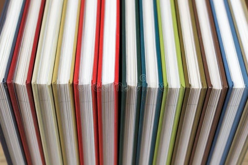 Rezerwuje kolorowe pokrywy zdjęcia stock