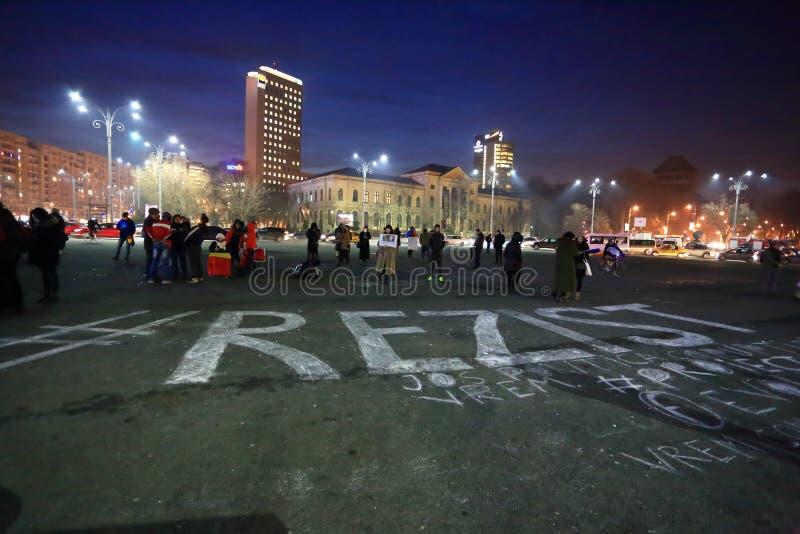 #Rezist i Piata Victoriei, Bucharest arkivbild
