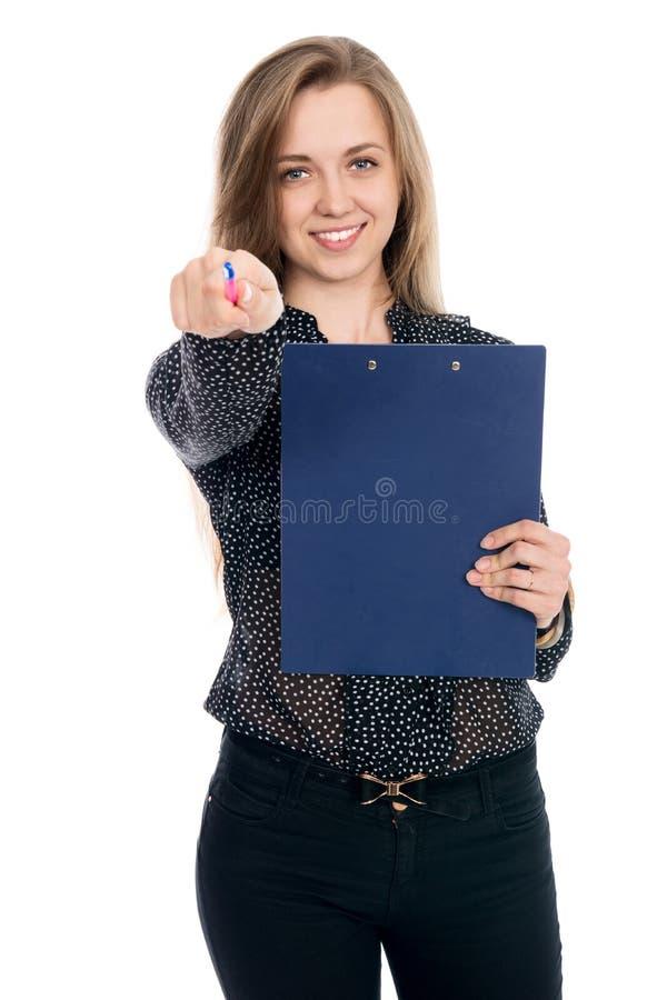Rezolutny kobieta biznesmen w ciemnych bluzki pióra punktach przy przychodził fotografia stock
