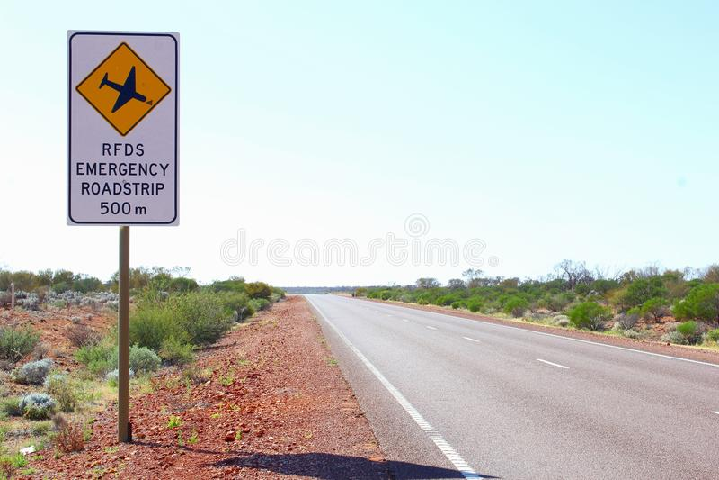 RFDS nöd- Roadstrip på Stuart Highway, vildmark Australien royaltyfria foton