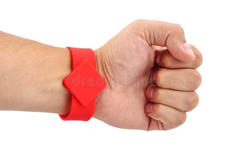 RFID Armband auf seiner Hand stockfoto