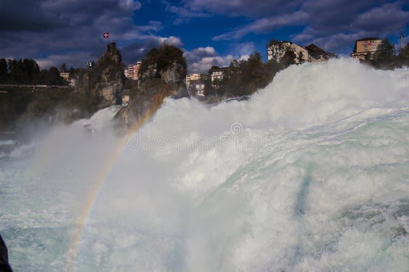 Rheinfall-Regenbogen lizenzfreies stockbild