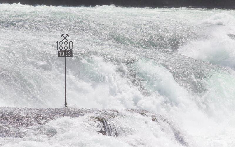 RHEINFALLS, ΕΛΒΕΤΙΑ - 25 ΙΟΥΛΊΟΥ 2015: Οι μεγαλύτεροι καταρράκτες στοκ φωτογραφίες