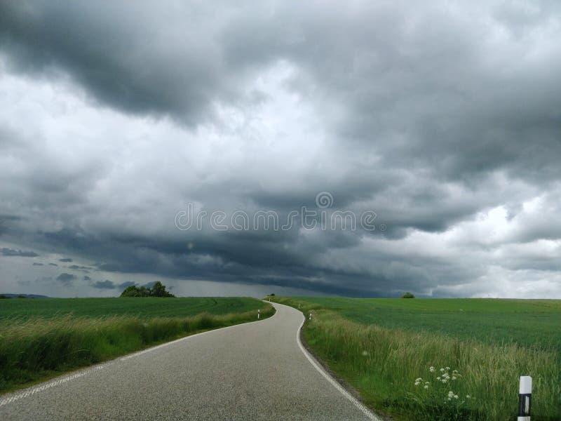 Rheinland-Pfalz Landschaftsstraße im schlechten Wetter stockfoto