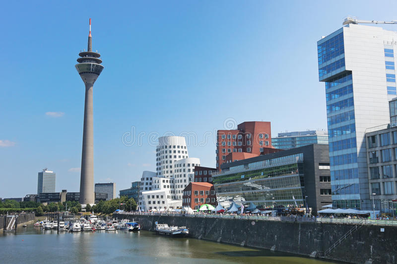 Rheinturm Kontrollturm Dusseldorf stockbild