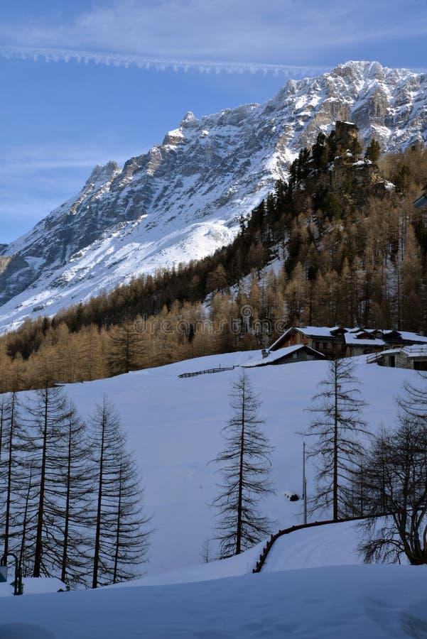 Rhemes dal och berg i vinter, Aosta, Italien royaltyfri fotografi