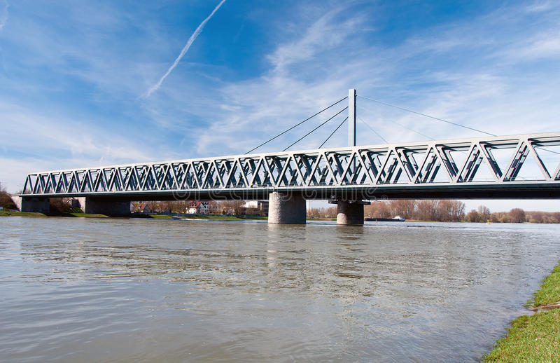 Rhenbro i Karlsruhe, Tyskland arkivbild