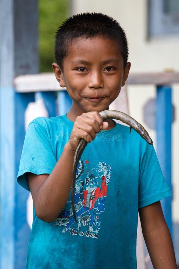 Rhi湖的,缅甸(缅甸)年轻渔夫 库存照片