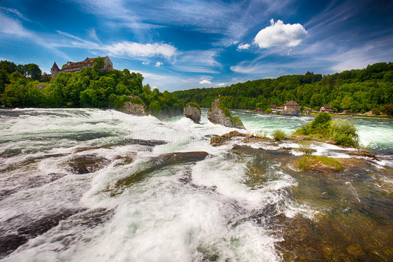 Rhine Falls, самый большой простый водопад в Европе около Schaffhausen, Швейцарии стоковое изображение rf