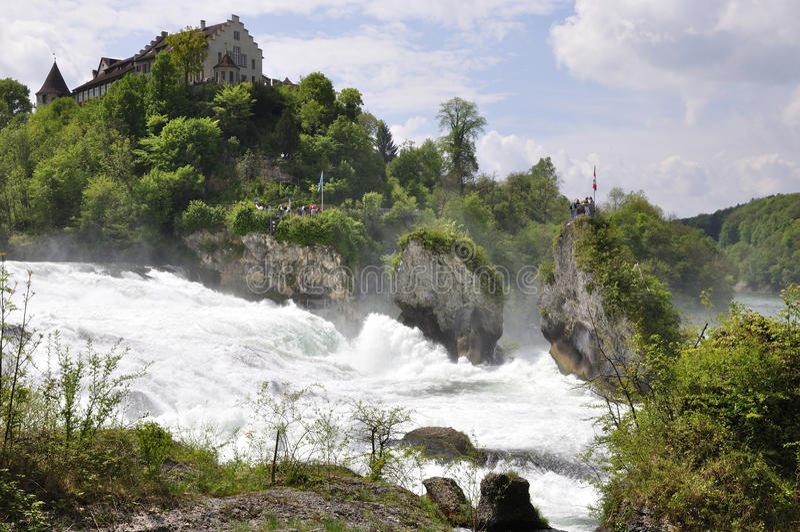 Rhine Falls cerca de la ciudad de Schaffhausen en Suiza septentrional foto de archivo libre de regalías