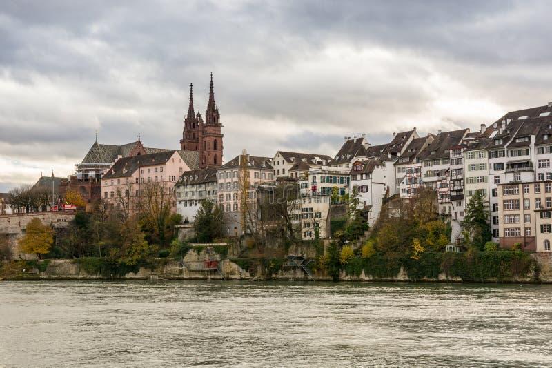 Rhine rzeczny nabrzeże w Basel, Szwajcaria fotografia stock