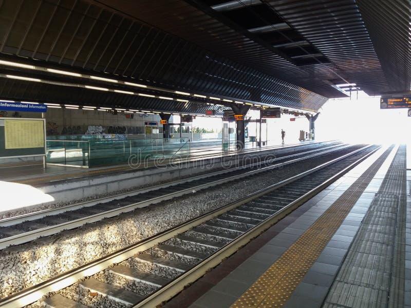 Rho Fiera-Bahnstation stockfotos