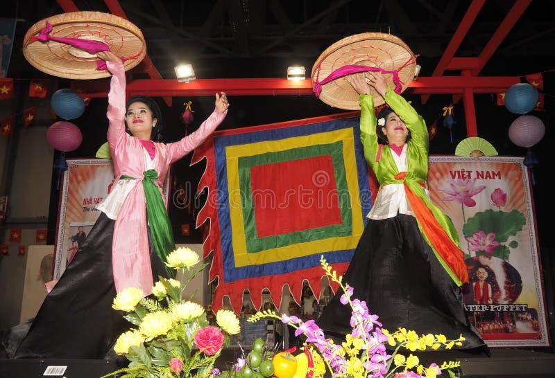 Rho, W?ochy 1 2018 Grudzie?: Folklor grupa od Wietnam fotografia royalty free
